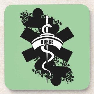 Tatuaje del corazón de la enfermera posavasos de bebidas