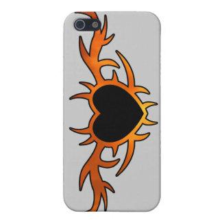 Tatuaje del corazón de la llama iPhone 5 fundas