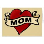 Tatuaje del corazón de la mamá felicitación