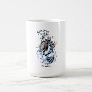 Tatuaje fresco del dragón verde del agua de la taza de café