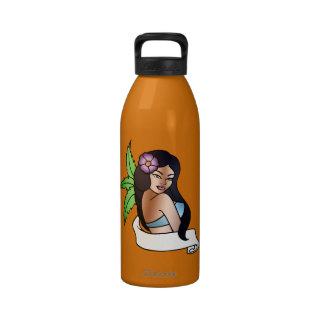 tatuaje hawaiano del chica botellas de beber