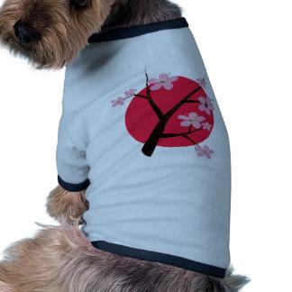 Tatuaje japonés de la flor de cerezo camiseta de perro