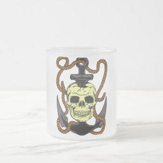 Tatuaje marino del cráneo taza de cristal