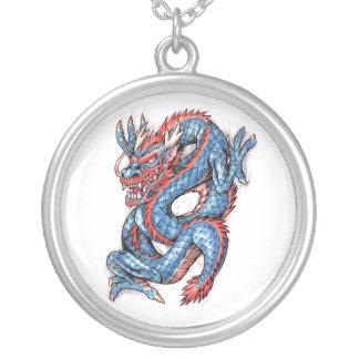 Tatuaje oriental azul fresco del dragón colgante redondo