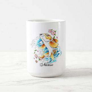 Tatuaje oriental fresco del agua de pescados de la taza de café