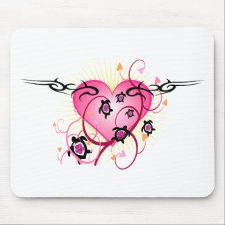 Tatuaje rosado del corazón tapetes de ratones