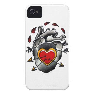 Tatuaje tradicional de la escuela vieja del corazó iPhone 4 Case-Mate protector