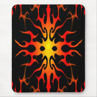 Tatuaje tribal de las llamas rojo y amarillo tapetes de raton