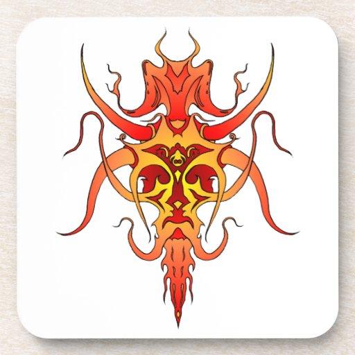 Tatuaje tribal del demonio - rojo y amarillo posavasos de bebidas