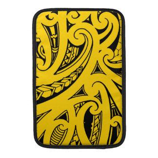 Tatuaje tribal del estilo maorí nativo con color funda para macbook air