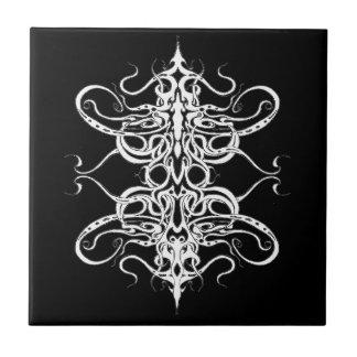 Tatuaje tribal del imperio - blanco y negro azulejo cerámica
