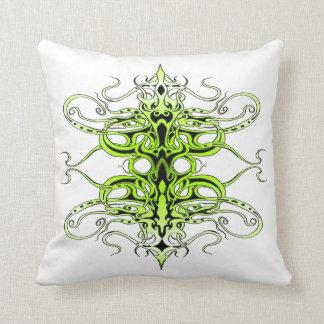 Tatuaje tribal del imperio - verde almohada