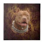 Tatuaje tribal marrón de Pitbull Teja Ceramica