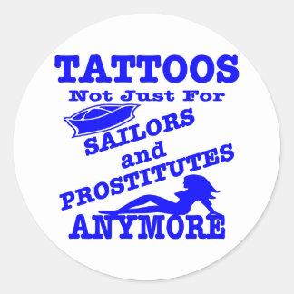 Tatuajes no apenas para los marineros y las pegatina redonda