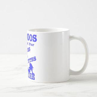Tatuajes no apenas para los marineros y las taza de café