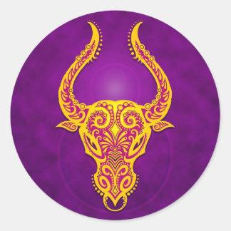 Tauro tribal púrpura y amarillo complejo pegatinas redondas