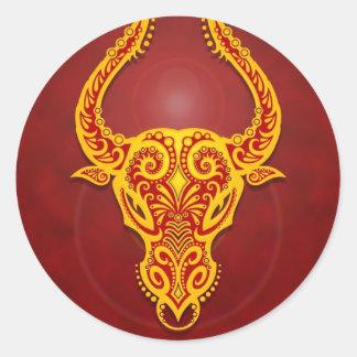Tauro tribal rojo de oro complejo pegatinas redondas