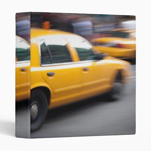 """Taxi amarillo de la ciudad de NY que apresura con  Carpeta 1"""""""