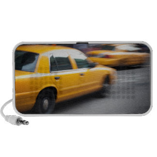 Taxi amarillo de la ciudad de NY que apresura con  Mini Altavoces