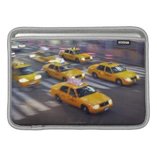 Taxi amarillo de Nueva York Funda MacBook
