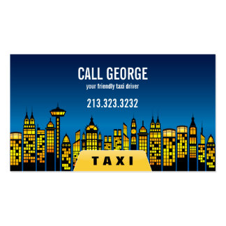 Taxi en ciudad en la tarjeta de visita de noche