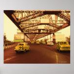 Taxi en un puente posters