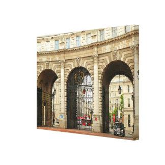 Taxi y arco del Ministerio de marina en Londres Lienzo Envuelto Para Galerias
