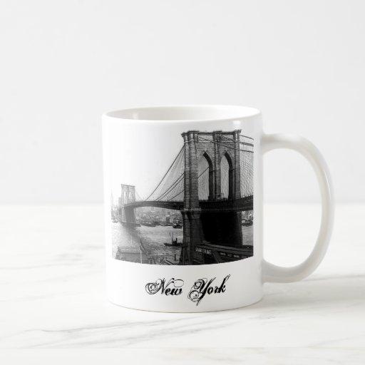 Taza 1900 del puente NYC de East River