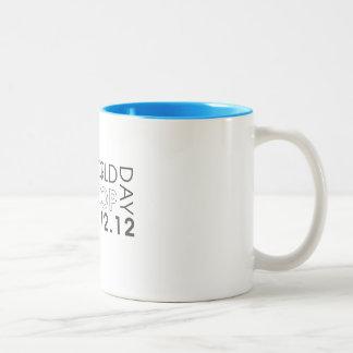 Taza 2012 de café del día del aro del mundo
