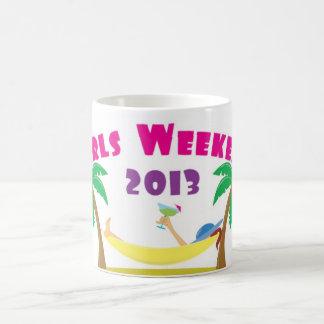 Taza 2013 de café del fin de semana de los chicas