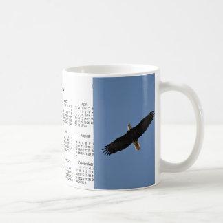 Taza 2014 de café del calendario del pájaro