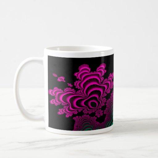 Taza abstracta del diseño del fractal del arrecife