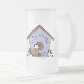 Taza agradable de la bebida del Birdhouse del país