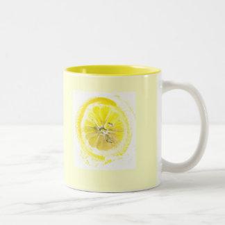 taza alegre del limón