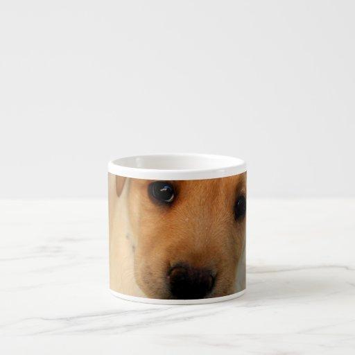 Taza amarilla de la especialidad del perrito del l taza espresso