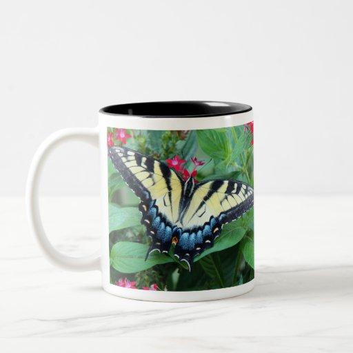 Taza amarilla de la mariposa de Swallowtail