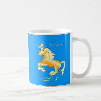 Taza amarilla floral del unicornio