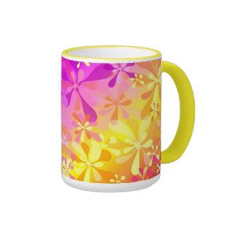Taza amarilla suave floral