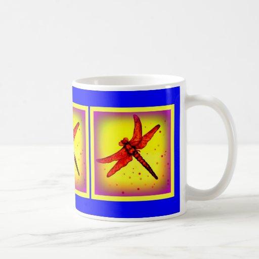 Taza Amarillo-Azul quemada de la libélula