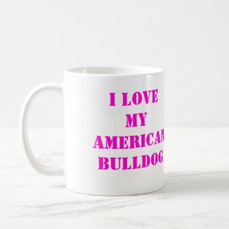 Taza americana del rosa y blanca del dogo de café