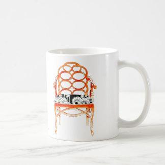 Taza anaranjada de la silla
