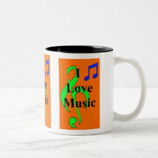 Taza anaranjada de las notas musicales