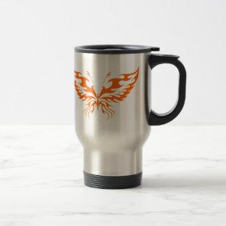 Taza anaranjada del viaje del café de la mariposa