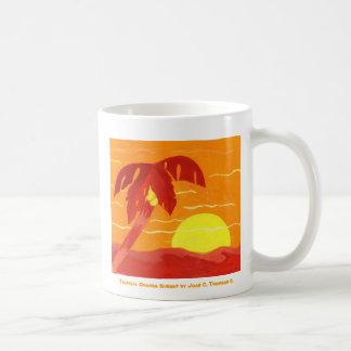 Taza anaranjada tropical de la puesta del sol