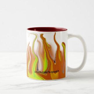 Taza anaranjada y amarilla del fuego