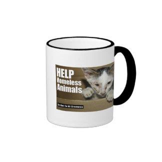 Taza animal sin hogar de la ayuda