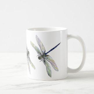 Taza antigua de la taza de la libélula