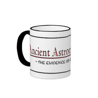 Taza antigua de la teoría de los astronautas