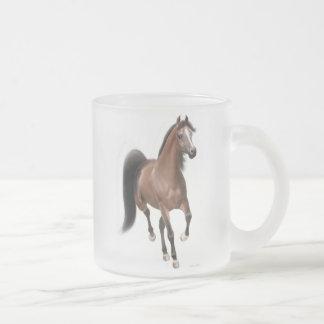 Taza árabe del vidrio esmerilado del caballo el