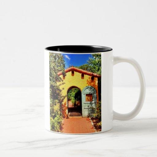Taza arqueada al sudoeste de la taza de café del j